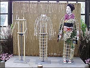 Этапы создания куклы из хризантем
