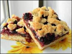 Пирог с ягодами жимолости творожно-сметанный