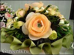 цветочная Композиция из роз и головок мака