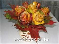 букет роз из листьев