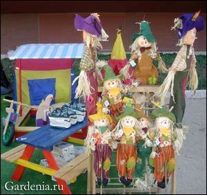 Продажа садовых кукол на выставке-ярмарке в Риме. ФОТО Елены Кулишенко