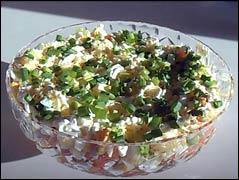 Салат слоеный с копченым лососем